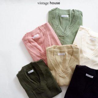 Savana Oversized Vest adalah salah satu produk yang lagi trending looh. Kenapa bisaa? Banyak alasannya! - Savana Oversized Vest adalah cara baru mengenakan knitwear yang lebih universal untuk di match sama banyak pakaian. Selain itu, produk ini tersedia dalam banyak warna yang bisa kamu pilih! - Kalau ada warna yang kamu suka, jangan lupa langsung checkout sebelum kehabisan✨ - Shopee: vintagehouseindonesia Tokopedia: vintagehouseindonesia WhatsApp: +62 821 16684949 - #VintageHouseID #ProudlyGrateful