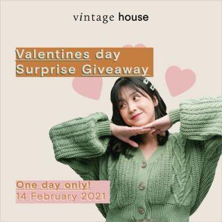 """Love is in the air, so does the giveaway!💕 - @vintagehouse_id ingin berbagi kasih sayang dengan giveaway knitwear hanya di HARI INI! Caranya gimana? Gampang bangeet! - 1. DM kita dan ceritakan hal termanis yang pernah kamu lakukan untuk orang tersayang 2. Share post ini ke instastory dan tag kita, @vintagehouse_id ! 3. Like post ini, comment """"Done"""" dan tag 3 temanmu 4. Pemenang akan diumumkan pukul 21:00 hari ini di instastory kita. - Good luck😘 - Shopee: vintagehouseindonesia Tokopedia: vintagehouseindonesia WhatsApp: +62 821 16684949 - #VintageHouseID #ProudlyGrateful"""